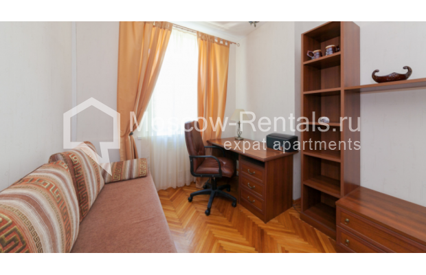 "Photo #7 3-room (2 BR) apartment for <a href=""http://moscow-rentals.ru/en/articles/long-term-rent"" target=""_blank"">a long-term</a> rent  in Russia, Moscow, Trekhprudnyi lane, 6"