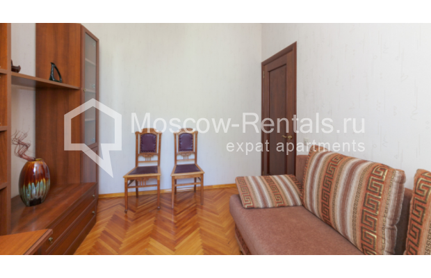 "Photo #8 3-room (2 BR) apartment for <a href=""http://moscow-rentals.ru/en/articles/long-term-rent"" target=""_blank"">a long-term</a> rent  in Russia, Moscow, Trekhprudnyi lane, 6"