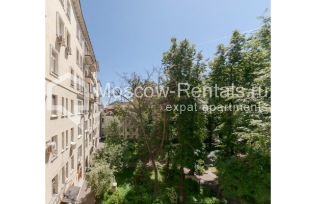 "Photo #14 3-room (2 BR) apartment for <a href=""http://moscow-rentals.ru/en/articles/long-term-rent"" target=""_blank"">a long-term</a> rent  in Russia, Moscow, Trekhprudnyi lane, 6"