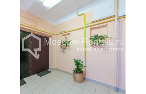 "Photo #15 3-room (2 BR) apartment for <a href=""http://moscow-rentals.ru/en/articles/long-term-rent"" target=""_blank"">a long-term</a> rent  in Russia, Moscow, Trekhprudnyi lane, 6"