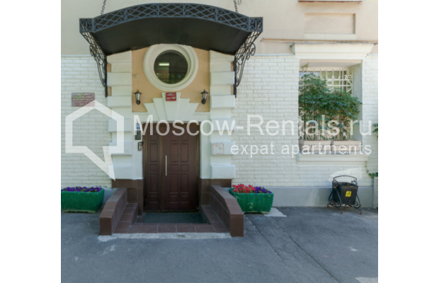 "Photo #16 3-room (2 BR) apartment for <a href=""http://moscow-rentals.ru/en/articles/long-term-rent"" target=""_blank"">a long-term</a> rent  in Russia, Moscow, Trekhprudnyi lane, 6"