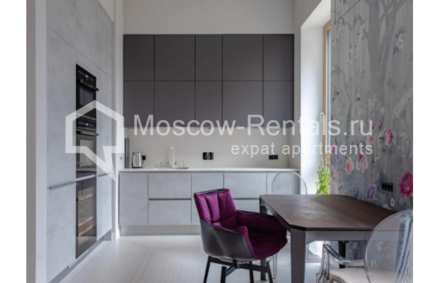 "Photo #5 3-room (2 BR) apartment for <a href=""http://moscow-rentals.ru/en/articles/long-term-rent"" target=""_blank"">a long-term</a> rent  in Russia, Moscow, Efremova str, 10к1"