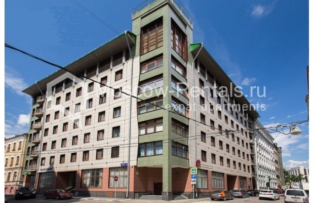 "Photo #1 4-room (3 BR) apartment for <a href=""http://moscow-rentals.ru/en/articles/long-term-rent"" target=""_blank"">a long-term</a> rent  in Russia, Moscow, Daev lane, 33"