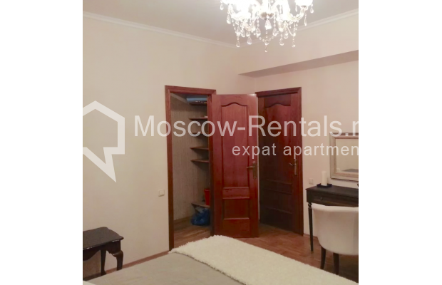 "Photo #6 3-room (2 BR) apartment for <a href=""http://moscow-rentals.ru/en/articles/long-term-rent"" target=""_blank"">a long-term</a> rent  in Russia, Moscow, Vorotnikovskyi lane, 5/9"