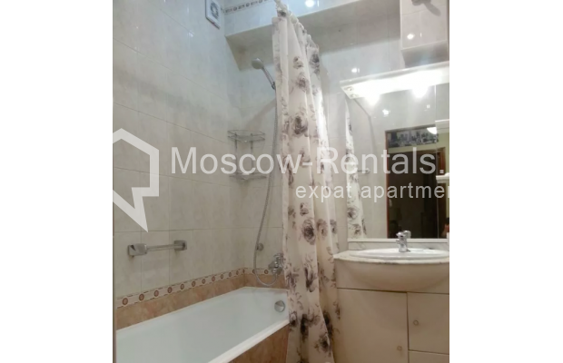 "Photo #13 3-room (2 BR) apartment for <a href=""http://moscow-rentals.ru/en/articles/long-term-rent"" target=""_blank"">a long-term</a> rent  in Russia, Moscow, Vorotnikovskyi lane, 5/9"