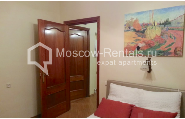 "Photo #11 3-room (2 BR) apartment for <a href=""http://moscow-rentals.ru/en/articles/long-term-rent"" target=""_blank"">a long-term</a> rent  in Russia, Moscow, Vorotnikovskyi lane, 5/9"