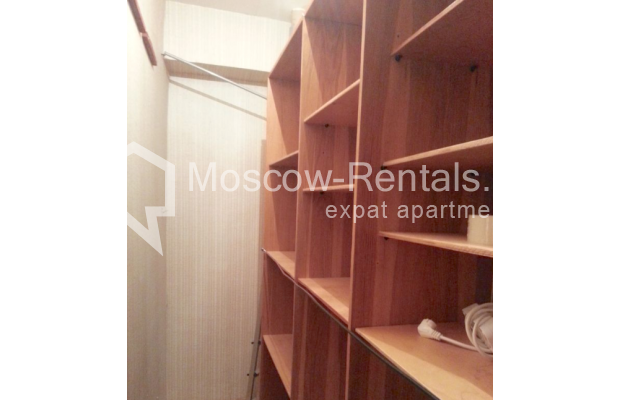 "Photo #16 3-room (2 BR) apartment for <a href=""http://moscow-rentals.ru/en/articles/long-term-rent"" target=""_blank"">a long-term</a> rent  in Russia, Moscow, Vorotnikovskyi lane, 5/9"