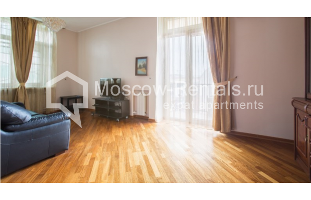 "Photo #3 2-room (1 BR) apartment <u>for a long-term rent</u> (<a href=""http://moscow-rentals.ru/en/articles/long-term-rent"" target=""_blank"">FAQ</a>)    in Russia, Moscow, Karetnyi Ryad str, 5/10 С 2"