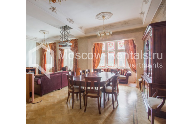 """Photo #1 4-room (3 BR) apartment <u>for a long-term rent</u> (<a href=""""http://moscow-rentals.ru/en/articles/long-term-rent"""" target=""""_blank"""">FAQ</a>)    in Russia, Moscow, Pokrovka str, 42 с6"""