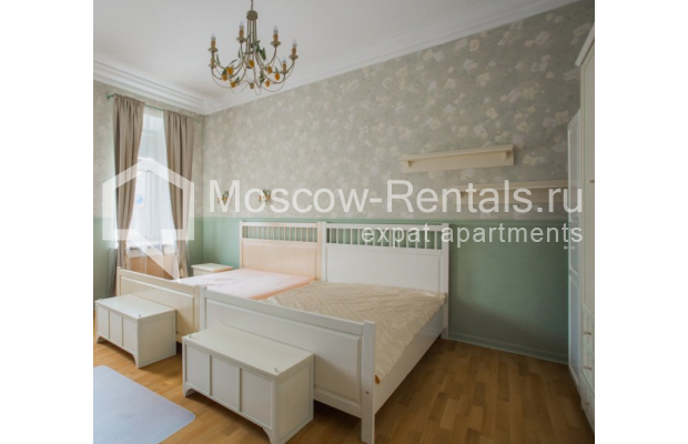 """Photo #7 4-room (3 BR) apartment <u>for a long-term rent</u> (<a href=""""http://moscow-rentals.ru/en/articles/long-term-rent"""" target=""""_blank"""">FAQ</a>)    in Russia, Moscow, Pokrovka str, 42 с6"""