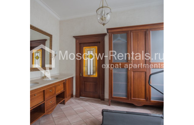 """Photo #13 4-room (3 BR) apartment <u>for a long-term rent</u> (<a href=""""http://moscow-rentals.ru/en/articles/long-term-rent"""" target=""""_blank"""">FAQ</a>)    in Russia, Moscow, Pokrovka str, 42 с6"""