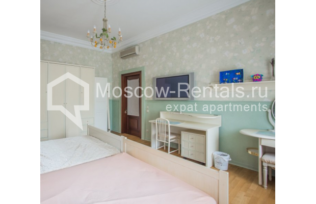 """Photo #8 4-room (3 BR) apartment <u>for a long-term rent</u> (<a href=""""http://moscow-rentals.ru/en/articles/long-term-rent"""" target=""""_blank"""">FAQ</a>)    in Russia, Moscow, Pokrovka str, 42 с6"""