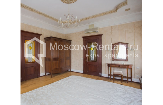 """Photo #6 4-room (3 BR) apartment <u>for a long-term rent</u> (<a href=""""http://moscow-rentals.ru/en/articles/long-term-rent"""" target=""""_blank"""">FAQ</a>)    in Russia, Moscow, Pokrovka str, 42 с6"""