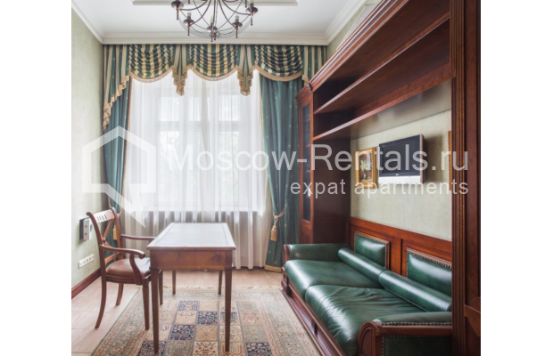 """Photo #9 4-room (3 BR) apartment <u>for a long-term rent</u> (<a href=""""http://moscow-rentals.ru/en/articles/long-term-rent"""" target=""""_blank"""">FAQ</a>)    in Russia, Moscow, Pokrovka str, 42 с6"""