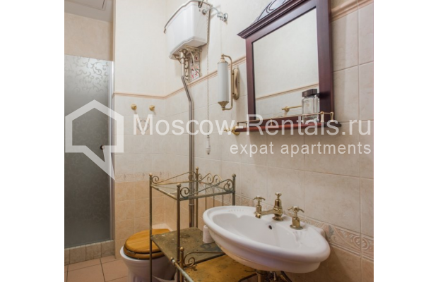 """Photo #15 4-room (3 BR) apartment <u>for a long-term rent</u> (<a href=""""http://moscow-rentals.ru/en/articles/long-term-rent"""" target=""""_blank"""">FAQ</a>)    in Russia, Moscow, Pokrovka str, 42 с6"""