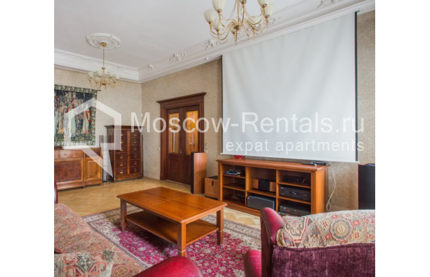 """Photo #3 4-room (3 BR) apartment <u>for a long-term rent</u> (<a href=""""http://moscow-rentals.ru/en/articles/long-term-rent"""" target=""""_blank"""">FAQ</a>)    in Russia, Moscow, Pokrovka str, 42 с6"""