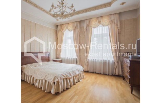 """Photo #5 4-room (3 BR) apartment <u>for a long-term rent</u> (<a href=""""http://moscow-rentals.ru/en/articles/long-term-rent"""" target=""""_blank"""">FAQ</a>)    in Russia, Moscow, Pokrovka str, 42 с6"""