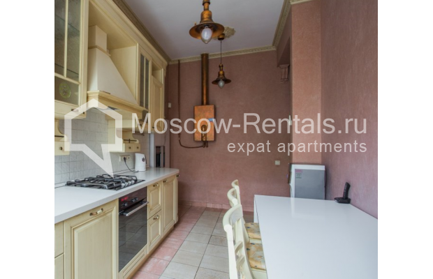 """Photo #12 4-room (3 BR) apartment <u>for a long-term rent</u> (<a href=""""http://moscow-rentals.ru/en/articles/long-term-rent"""" target=""""_blank"""">FAQ</a>)    in Russia, Moscow, Pokrovka str, 42 с6"""
