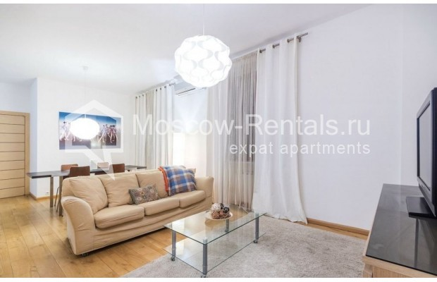 "Photo #5 2-room (1 BR) apartment for <a href=""http://moscow-rentals.ru/en/articles/long-term-rent"" target=""_blank"">a long-term</a> rent  in Russia, Moscow, Blagoveshenskyi lane, 5"