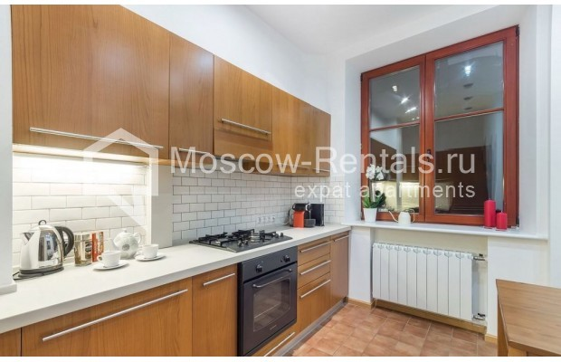 "Photo #10 2-room (1 BR) apartment for <a href=""http://moscow-rentals.ru/en/articles/long-term-rent"" target=""_blank"">a long-term</a> rent  in Russia, Moscow, Blagoveshenskyi lane, 5"