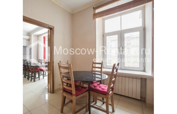 """Photo #1 4-room (3 BR) apartment for <a href=""""http://moscow-rentals.ru/en/articles/long-term-rent"""" target=""""_blank"""">a long-term</a> rent  in Russia, Moscow, New Arbat str, 23"""