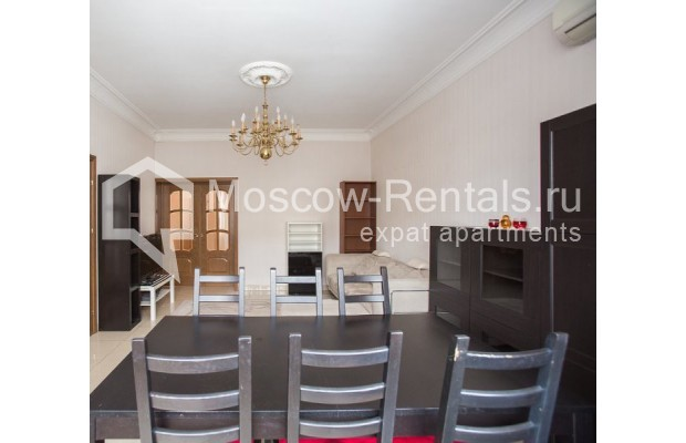 """Photo #4 4-room (3 BR) apartment for <a href=""""http://moscow-rentals.ru/en/articles/long-term-rent"""" target=""""_blank"""">a long-term</a> rent  in Russia, Moscow, New Arbat str, 23"""