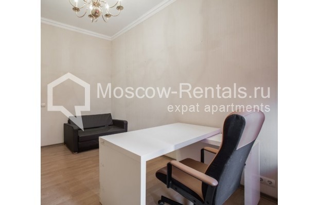 """Photo #9 4-room (3 BR) apartment for <a href=""""http://moscow-rentals.ru/en/articles/long-term-rent"""" target=""""_blank"""">a long-term</a> rent  in Russia, Moscow, New Arbat str, 23"""