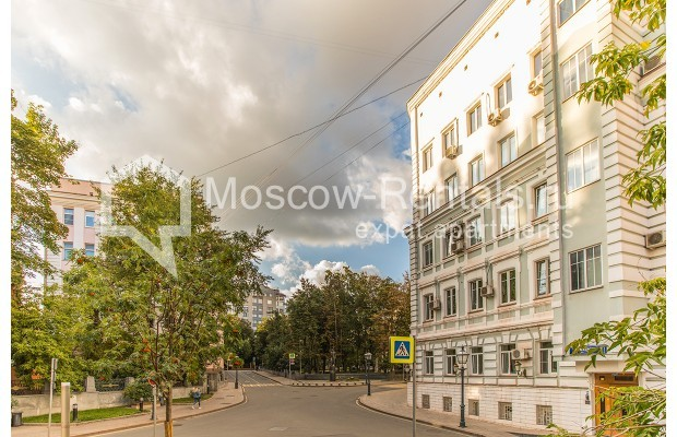 """Photo #16 2-room (1 BR) apartment for <a href=""""http://moscow-rentals.ru/en/articles/long-term-rent"""" target=""""_blank"""">a long-term</a> rent  in Russia, Moscow, Voznesensyi lane, 16/4"""