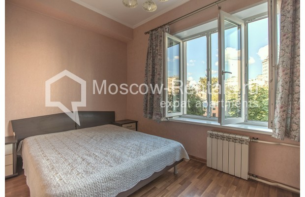 """Photo #5 2-room (1 BR) apartment for <a href=""""http://moscow-rentals.ru/en/articles/long-term-rent"""" target=""""_blank"""">a long-term</a> rent  in Russia, Moscow, Voznesensyi lane, 16/4"""