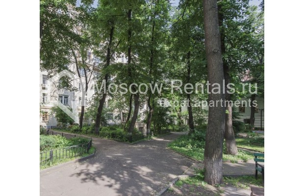 "Photo #12 2-room (1 BR) apartment for <a href=""http://moscow-rentals.ru/en/articles/long-term-rent"" target=""_blank"">a long-term</a> rent  in Russia, Moscow, Trekhprudnyi lane, 6"