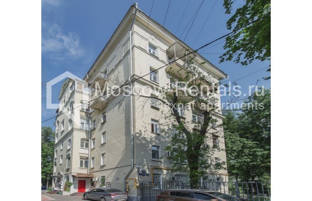 "Photo #1 2-room (1 BR) apartment for <a href=""http://moscow-rentals.ru/en/articles/long-term-rent"" target=""_blank"">a long-term</a> rent  in Russia, Moscow, Trekhprudnyi lane, 6"