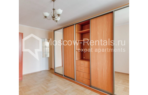 "Photo #5 3-room (2 BR) apartment for <a href=""http://moscow-rentals.ru/en/articles/long-term-rent"" target=""_blank"">a long-term</a> rent  in Russia, Moscow, Dolgorukovskaya str, 40"