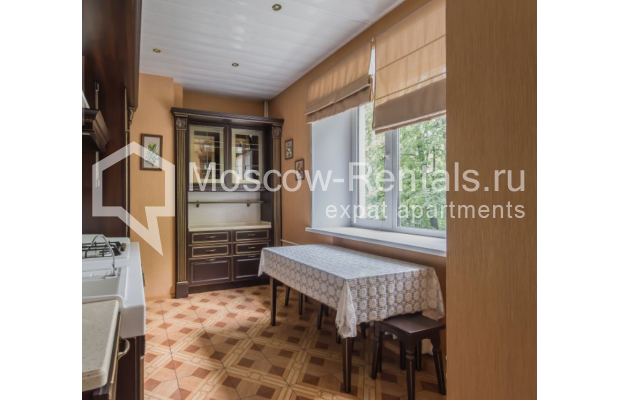 """Photo #3 3-room (2 BR) apartment for <a href=""""http://moscow-rentals.ru/en/articles/long-term-rent"""" target=""""_blank"""">a long-term</a> rent  in Russia, Moscow, Malaya Bronnaya str, 13"""