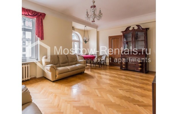 """Photo #1 3-room (2 BR) apartment for <a href=""""http://moscow-rentals.ru/en/articles/long-term-rent"""" target=""""_blank"""">a long-term</a> rent  in Russia, Moscow, Blagoveshenskyi lane, 5"""