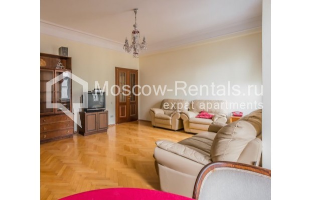 """Photo #3 3-room (2 BR) apartment for <a href=""""http://moscow-rentals.ru/en/articles/long-term-rent"""" target=""""_blank"""">a long-term</a> rent  in Russia, Moscow, Blagoveshenskyi lane, 5"""