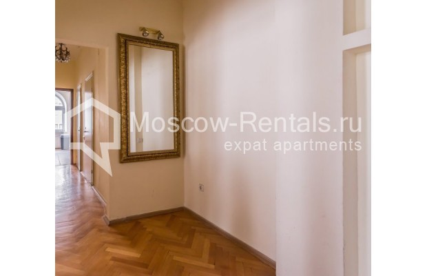 """Photo #10 3-room (2 BR) apartment for <a href=""""http://moscow-rentals.ru/en/articles/long-term-rent"""" target=""""_blank"""">a long-term</a> rent  in Russia, Moscow, Blagoveshenskyi lane, 5"""