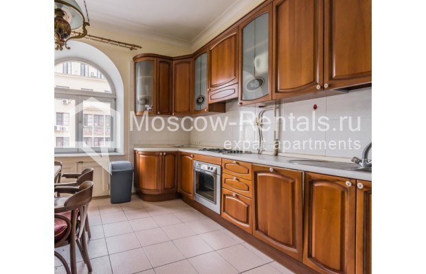 """Photo #6 3-room (2 BR) apartment for <a href=""""http://moscow-rentals.ru/en/articles/long-term-rent"""" target=""""_blank"""">a long-term</a> rent  in Russia, Moscow, Blagoveshenskyi lane, 5"""