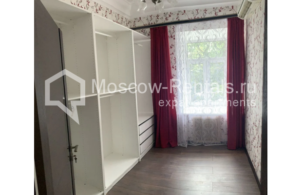 "Photo #7 3-room (2 BR) apartment for <a href=""http://moscow-rentals.ru/en/articles/long-term-rent"" target=""_blank"">a long-term</a> rent  in Russia, Moscow, Bolshaya Bronnaya str, 27/4"