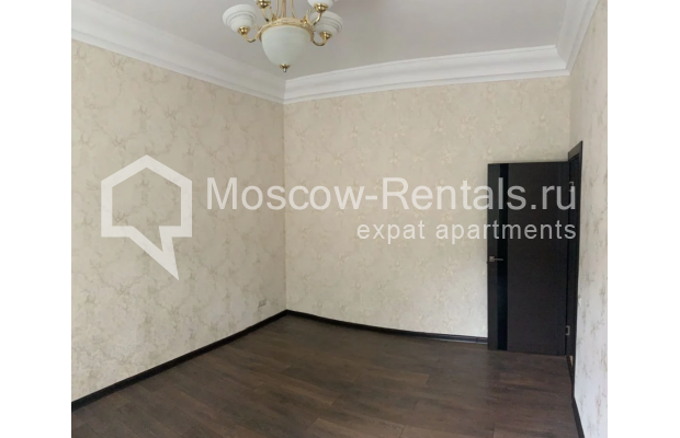 "Photo #4 3-room (2 BR) apartment for <a href=""http://moscow-rentals.ru/en/articles/long-term-rent"" target=""_blank"">a long-term</a> rent  in Russia, Moscow, Bolshaya Bronnaya str, 27/4"