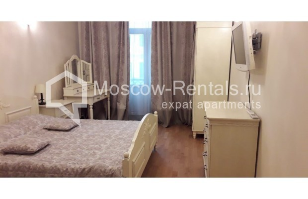 """Photo #4 3-room (2 BR) apartment for <a href=""""http://moscow-rentals.ru/en/articles/long-term-rent"""" target=""""_blank"""">a long-term</a> rent  in Russia, Moscow, Tverskaya str, 17"""