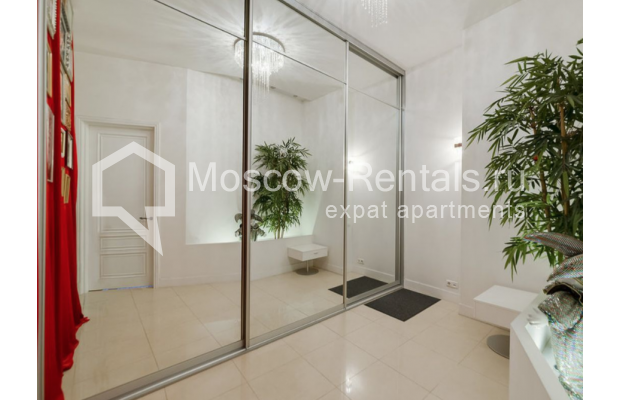 "Photo #6 3-room (2 BR) apartment for <a href=""http://moscow-rentals.ru/en/articles/long-term-rent"" target=""_blank"">a long-term</a> rent  in Russia, Moscow, Zvonarskyi lane, 1"
