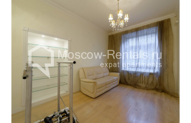 "Photo #7 3-room (2 BR) apartment for <a href=""http://moscow-rentals.ru/en/articles/long-term-rent"" target=""_blank"">a long-term</a> rent  in Russia, Moscow, Zvonarskyi lane, 1"