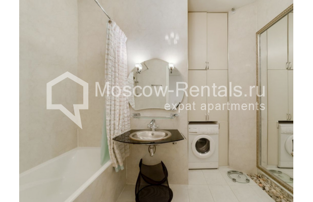 "Photo #8 3-room (2 BR) apartment for <a href=""http://moscow-rentals.ru/en/articles/long-term-rent"" target=""_blank"">a long-term</a> rent  in Russia, Moscow, Zvonarskyi lane, 1"