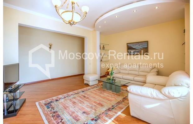 "Photo #5 3-room (2 BR) apartment for <a href=""http://moscow-rentals.ru/en/articles/long-term-rent"" target=""_blank"">a long-term</a> rent  in Russia, Moscow, Gilyarovskogo str, 4К1"