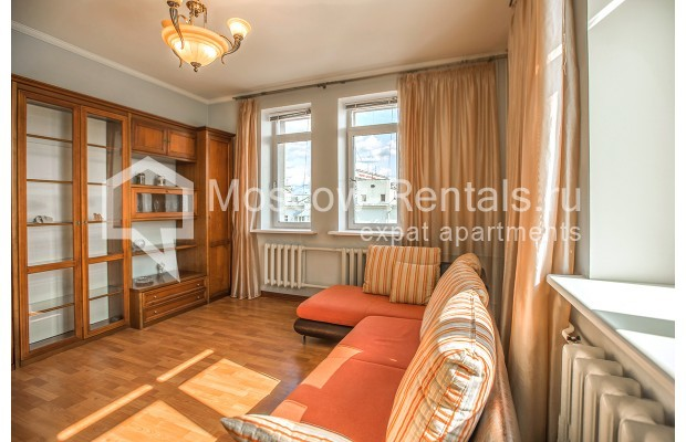 "Photo #9 3-room (2 BR) apartment for <a href=""http://moscow-rentals.ru/en/articles/long-term-rent"" target=""_blank"">a long-term</a> rent  in Russia, Moscow, Gilyarovskogo str, 4К1"