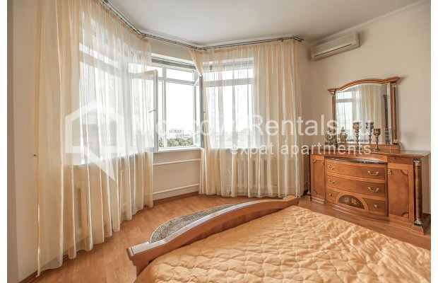 "Photo #7 3-room (2 BR) apartment for <a href=""http://moscow-rentals.ru/en/articles/long-term-rent"" target=""_blank"">a long-term</a> rent  in Russia, Moscow, Gilyarovskogo str, 4К1"