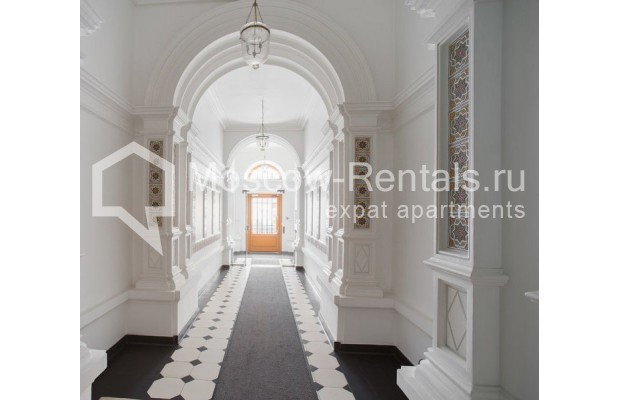 "Photo #14 3-room (2 BR) apartment for <a href=""http://moscow-rentals.ru/en/articles/long-term-rent"" target=""_blank"">a long-term</a> rent  in Russia, Moscow, Myasnitskaya str, 24/7С2"