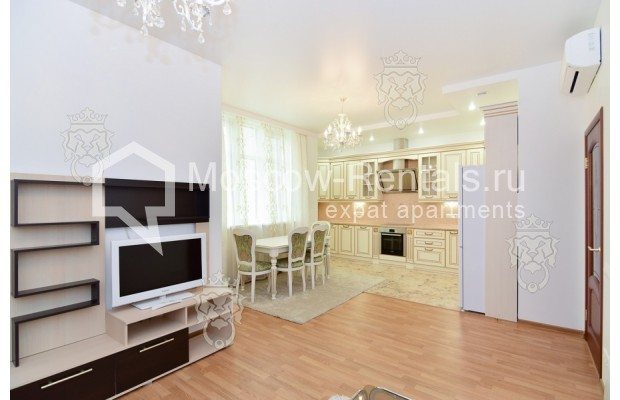 "Photo #2 3-room (2 BR) apartment for <a href=""http://moscow-rentals.ru/en/articles/long-term-rent"" target=""_blank"">a long-term</a> rent  in Russia, Moscow, Profsoyuznaya str, 64к2"