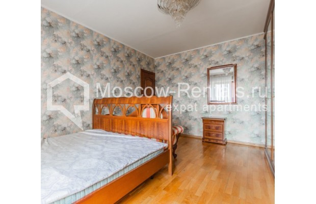 """Photo #5 3-room (2 BR) apartment for <a href=""""http://moscow-rentals.ru/en/articles/long-term-rent"""" target=""""_blank"""">a long-term</a> rent  in Russia, Moscow, Kazakova str, 27"""