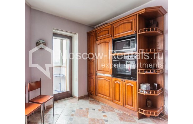 """Photo #9 3-room (2 BR) apartment for <a href=""""http://moscow-rentals.ru/en/articles/long-term-rent"""" target=""""_blank"""">a long-term</a> rent  in Russia, Moscow, Kazakova str, 27"""
